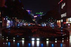 夜游步行街。