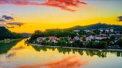奥地利的这座城镇拥有欧洲最美夜景的美誉,充满了中世纪古典优雅