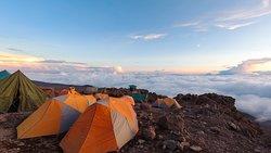 冲顶营地的晚霞云海