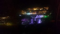 夜晚瀑布景观