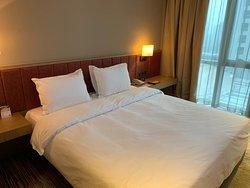 周末温泉休闲的必住酒店,温馨舒适。客房服务员肖仙菊服务周到,满分好评!