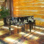 大厅的钢琴