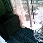 沙发茶几很现代,128特价房有点小