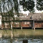 乌镇的小河和民居