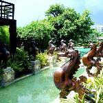 泳池入口的喷泉,很有巴厘岛风味