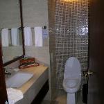 卫生间还算宽敞