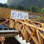 早上的酒店晒台上