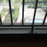 外窗玻璃夹缝处