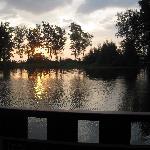 摆渡船上的湖景