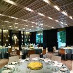 君悦的饭店很不错,自助餐营养价值也很高,就是挺贵