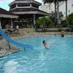让孩子们快乐的游泳池。