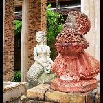 堪称艺术片的酒店内雕塑