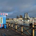 临近世纪之帆的快艇码头