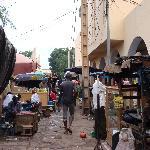 徜徉在市场内部的街道(1)