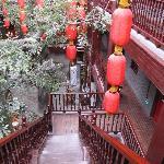 红彤彤的灯笼,透着喜庆的中国情节