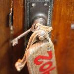 酒店的钥匙很古老,锁门,开门有点费劲