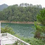 唯一能看见点点湖景的一侧!还是岛内弯的点点湖水