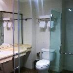 卫生间整洁,透亮