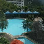 这是培训中心的配套游泳池,开放到晚上八点