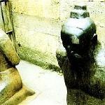 跪在岳飞坟前的秦浍夫妇铜像