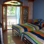 蓝色格调的海洋风情房,拥有面向庭院的阳光大阳台。