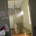 从房间看楼梯
