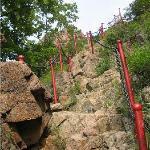 算是陡峭的山路了