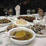便宜好吃的中餐碧海厅,一家三口叫了六菜一汤和啤酒总共144元(含10%服务费)