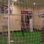 B2竟有足球游戏机, 超爱玩足球的儿子玩得满头大汗