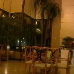 大堂的会客大厅,比较有特色,挑高很高,做到了两区分离