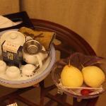 免费的水果和茶具(乌龙茶收费)
