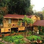 那个独立的小木屋就是潇庐