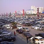 停车场停满的车子