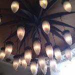 酒店大堂的吊灯,无聊时拍的!看着像荷花就拍下来!还蛮喜欢的!