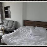 偶睡过滴床~电源在沙发后面不是很方便