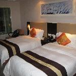 大床房还挺走俏只好双床了,床还比较舒服。