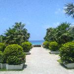 大堂通向私家沙滩的通道