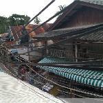 小阳台看出去的街景,很有泰国风情~
