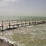 湖水上的木桥