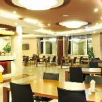 Yiya Business Hotel