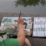 年轻的画者勾勒着水乡的宁静