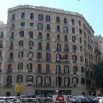 酒店所在大楼的外观