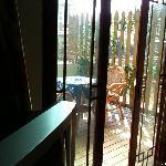 从屋子里看阳台