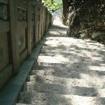 陡峭的石阶