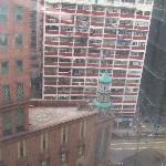 酒店窗外就是轩尼诗道