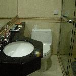 洗脸盆的管子不是很牢靠,有时居然会掉下来
