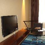 独立写字台及液晶电视