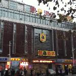 Photo de Super 8 Jinan Railway Station Square