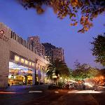 โรงแรมคราวน์ พลาซ่า ฝอซาน