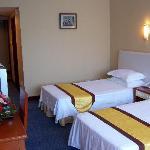 惠苑酒店是按三星级标准设计、配置的会议、商务型酒店。